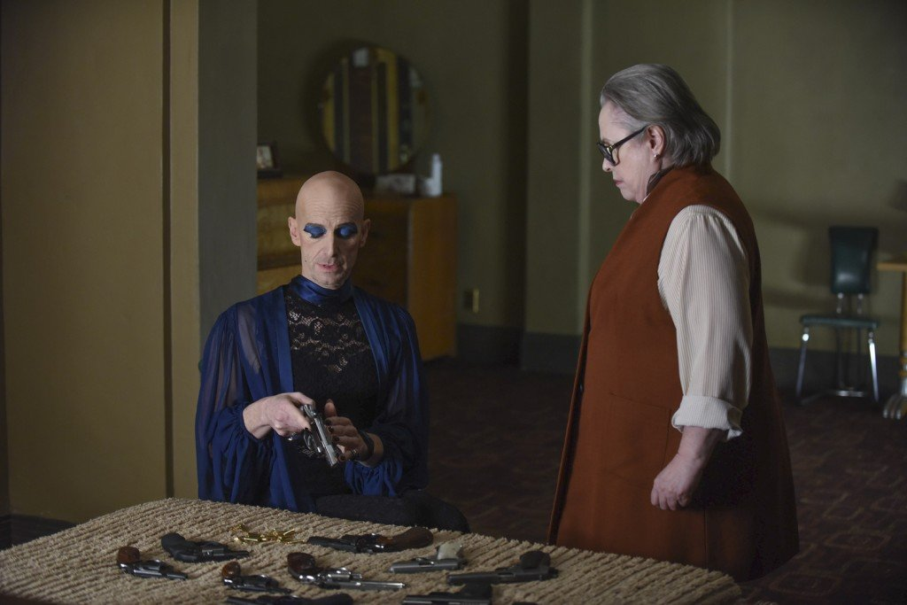 "AMERICAN HORROR STORY -- ""Battle Royale"" Episode 511 (Airs Wednesday, January 6, 10:00 pm/ep) Pictured: (l-r) Denis O'Hare as Liz, Kathy Bates as Iris. CR: Ray Mickshaw/FX"